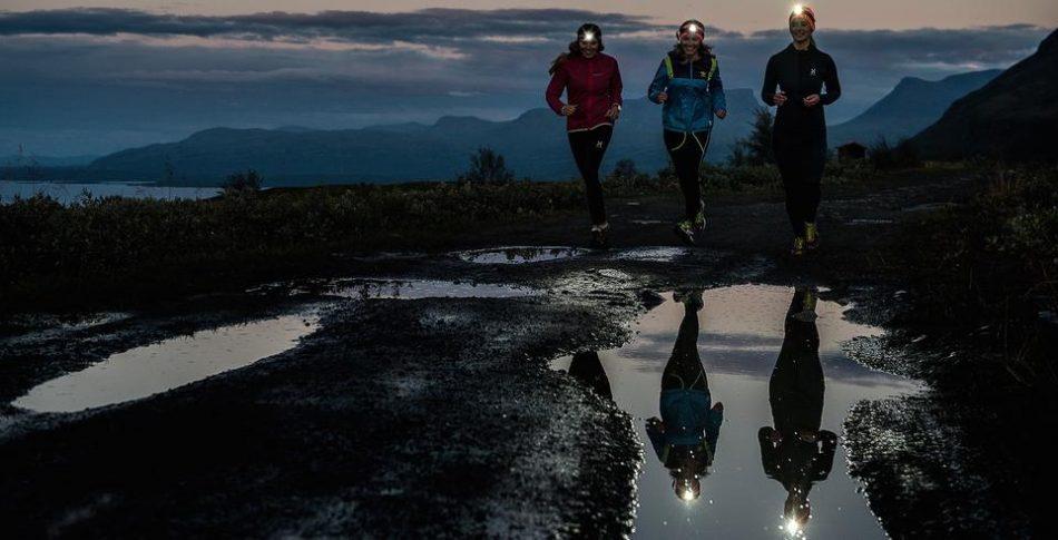 Kvinner vegrer seg for å løpe utendørs